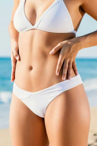 Image-of-woman-showing-muscular-tummy-tuck